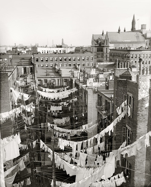 Circa 1900-1910. Yard of tenement, where New York City fashion began.
